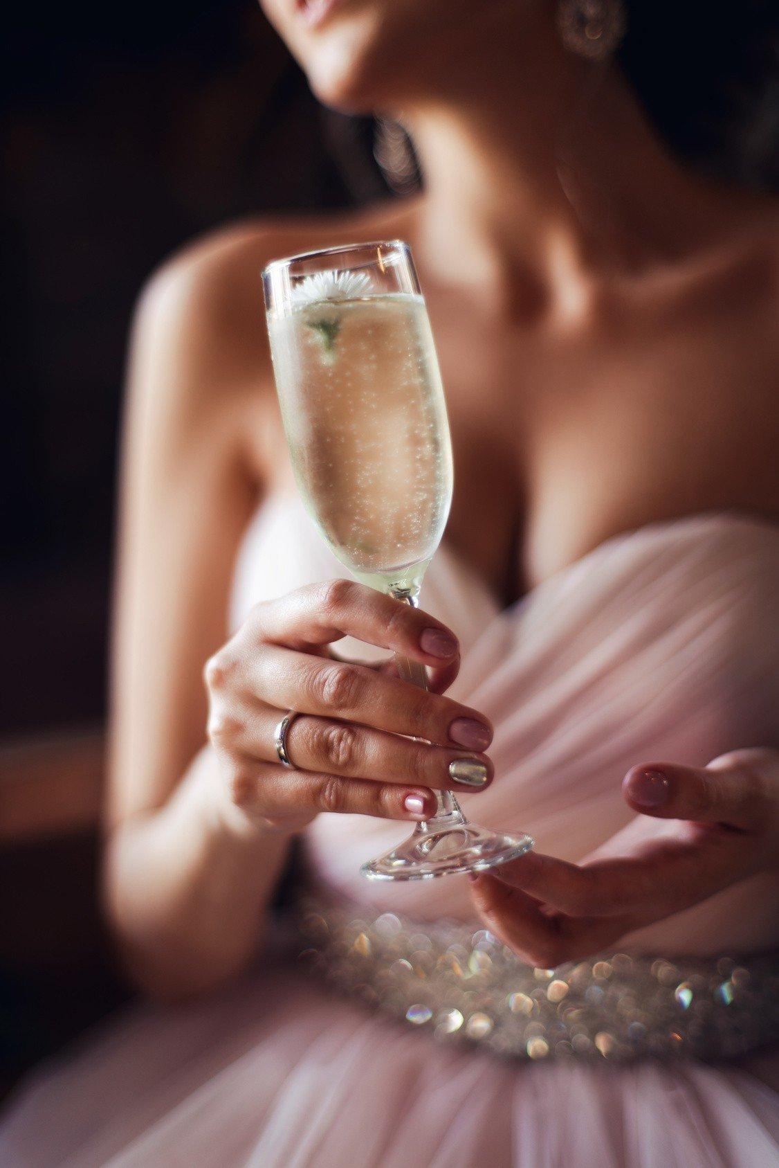 ihr champagner champagner personalisieren mit eigenem individuellen etikett sechs dinge auf. Black Bedroom Furniture Sets. Home Design Ideas